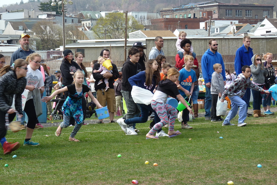 Photo snapshot by David Lindenmuth of the Shenandoah Easter Egg Hunt.